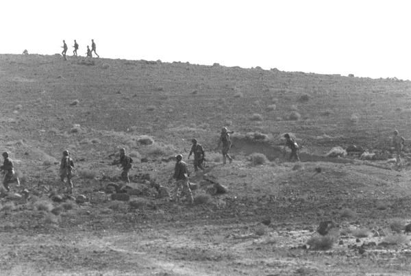 d15223efd7b8f كانت ساعات الصباح العاشر من رمضان، 6 10 1973، تمر متباطئة كأنها أيام،  فالمهام القتالية أسندت إلى جميع قادة القوى والتشكيلات، الذين قاموا بدورهم  بإبلاغها إلى ...